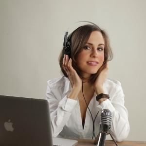 BA. Translation & Interpreting. Specialized in Audiovisuals, voiceover & dubbing.